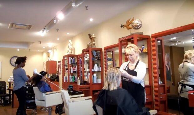 перукарня, скріншот з відео