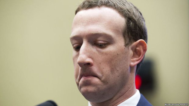 Акції Facebook різко обвалилися: Цукерберг спробував виправдатися