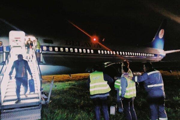 Моторошна НС в Жулянах: переповнений літак на шаленій швидкості вилетів зі смуги, перші подробиці