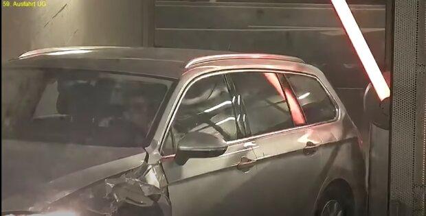 Водитель Passat на парковке, видео