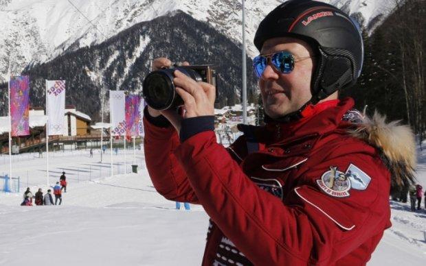 Митинги в РФ: пока россиян паковали в автозаки, Медведев катался на лыжах