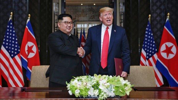 """Трамп """"дал добро"""" на запуск ракет КНДР: стало известно о тайной переписке лидеров"""