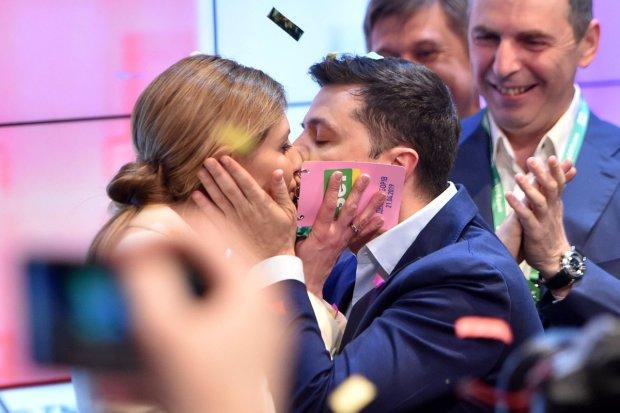 Перша леді не стримала емоцій: Олена Зеленська пристрасно поцілувала нового президента України