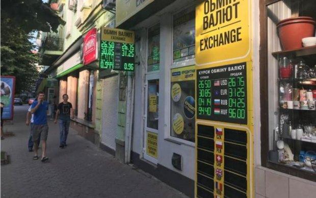 Курс валют на 1 серпня: гривня знову пробила дно