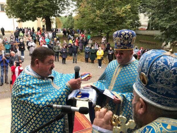 """Ветераны АТО носят тернопольского священника на руках: """"Ждали его в окопах, как Бога"""""""