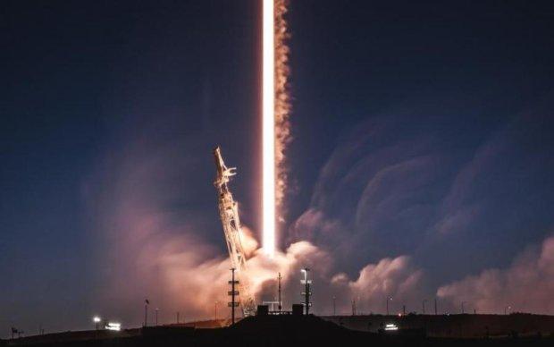 SpaceX запустила Falcon 9 з цінним вантажем