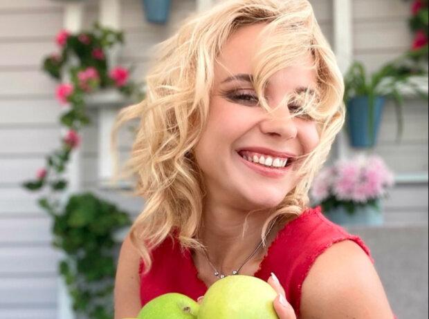 """Спокуслива Лілія Ребрик показала українцям свої яблучка: """"Гаряча й солодка"""""""