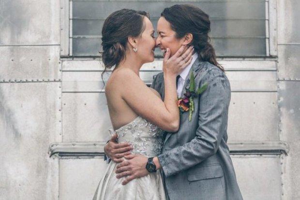У США одностатеве весілля закінчилося спаленням наречених: відео не для слабкодухих