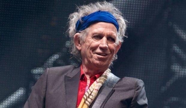 Гітарист The Rolling Stones дозволив понюхати свій прах