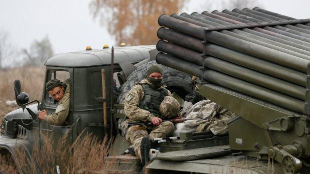 На Донбасі у черзі помер чоловік: так і не перейшов на українську територію