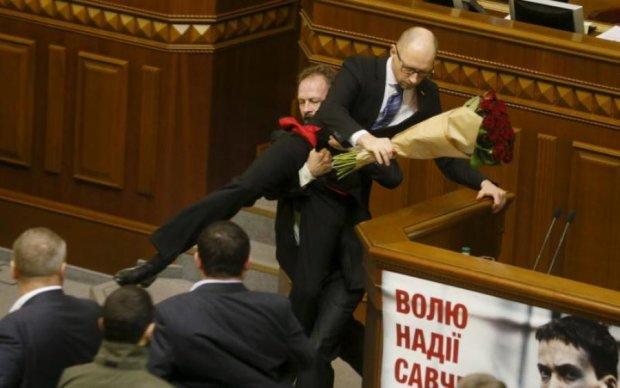 Все ради рейтингов: смена пола Яценюка озадачила всю Украину