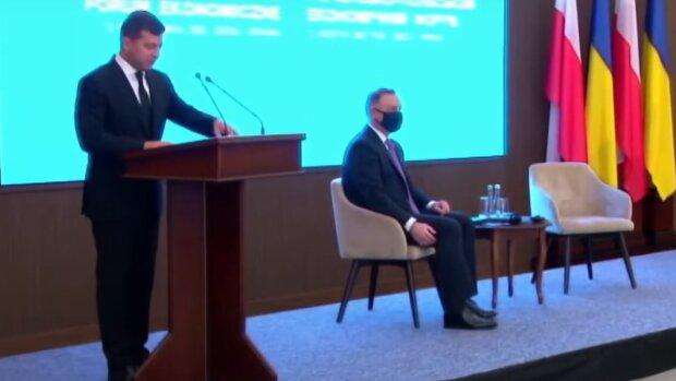 """Президент Польши Дуда показал Зеленскому 18 """"малышек"""""""
