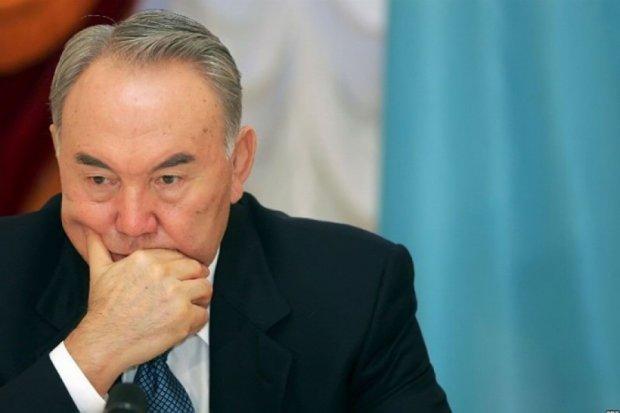 Назарбаєв погодився йти на дострокові вибори президента