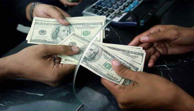 """Долар піде в небуття: що буде з курсом """"американця"""" в Україні"""
