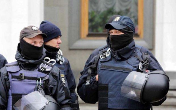 Гуляет на свободе под Киевом: копы отпустили опасного извращенца