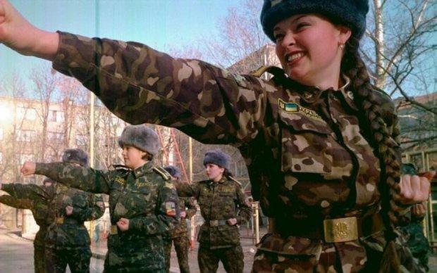 Хефнер заплакал бы: в сети показали нижнее белье для женщин-военных