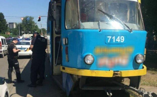 В Одессе трамвай сбил девушку, фото: Telegram