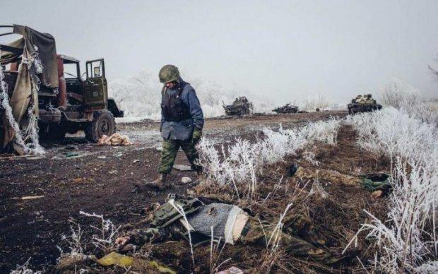 Випалена земля і підбиті танки: Дебальцевський котел вперше показали з повітря