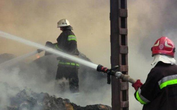 Беспокойный Киев: возле Лавры вспыхнул пожар