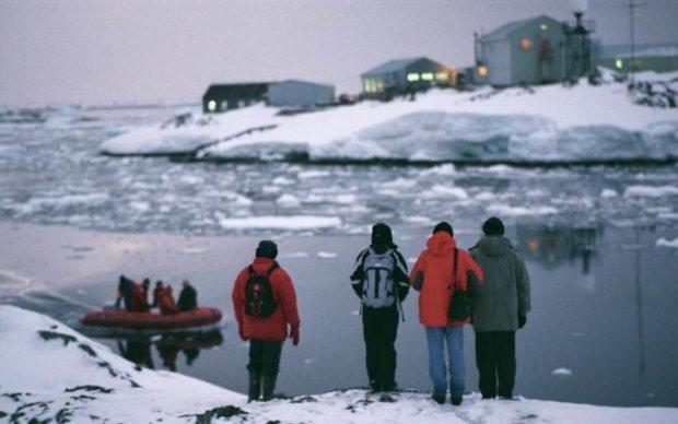 Захватил лодку: украинские ученые в Антарктиде остались без средства передвижения