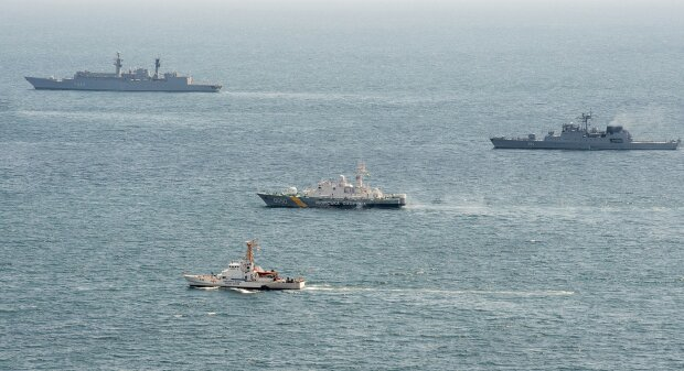 В Черном море украинцы вместе с иностранцами отбили атаку и спасли 18 человек