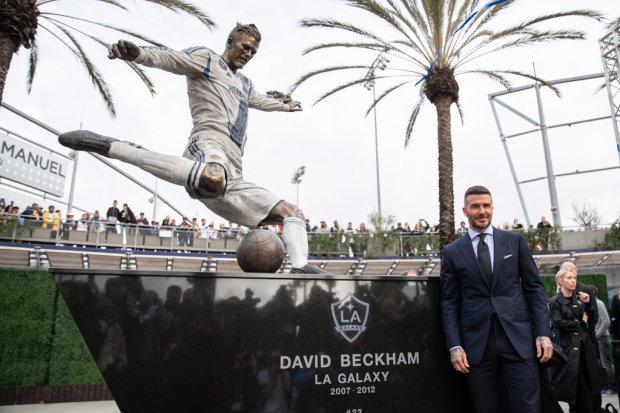В Лос-Анджелесе поставили памятник Дэвиду Бэкхему