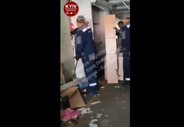 "Комунальники взялися за МАФи на радість киянам: ""Естафету прийняв"""