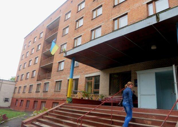 Власна Прип'ять, але без радіації: нестерпне життя у гуртожитках-малосімейках показали на всю Україну