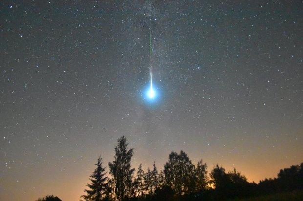 Гігантська яскрава небесна куля змусила людство тремтіти від страху: затьмарила навіть Венеру