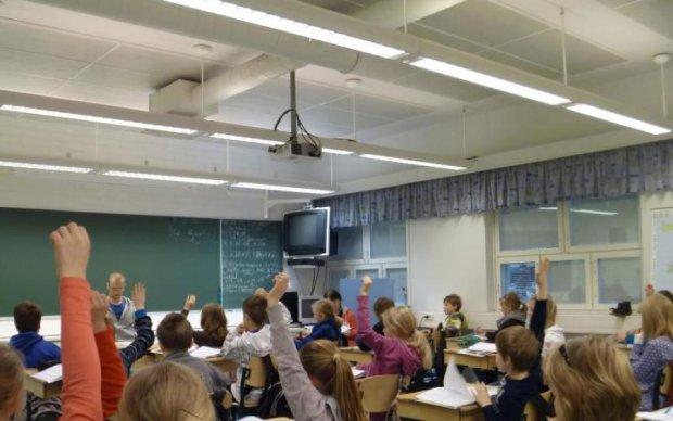 А остальные держали: учительница надругалась над школьником