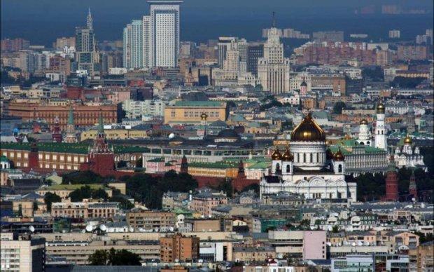 Жахливий вибух у Москві: потерпілий потрапив в об'єктив камери