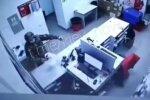 """скриншот с видео ограбление """"Новой почты"""""""
