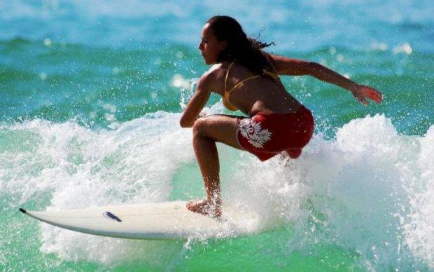 Очень горячо! Обнаженные серфингистки поздравили мир с Рождеством
