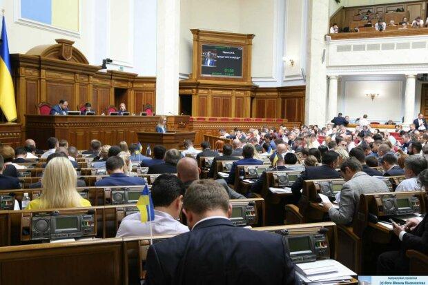"""Нова Рада вперше провалила голосування: який закон посварив """"слуг народу"""""""