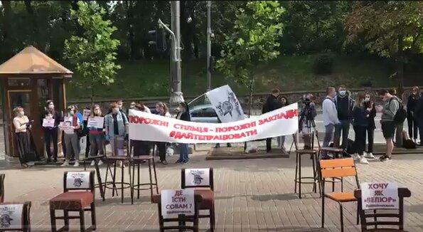 """Кабмин Зеленского обложили барными стульями, владельцы ресторанов в ярости: """"Тищенко - можно?"""""""