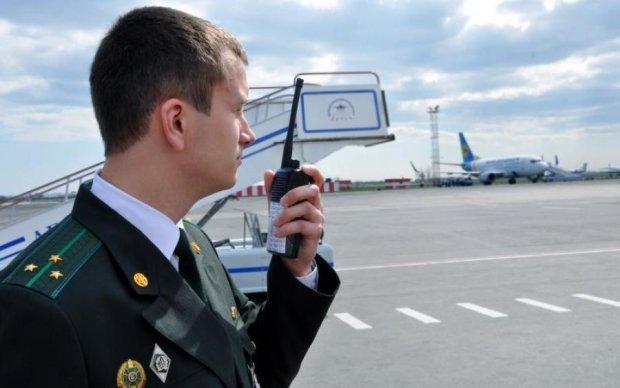 Доблестные украинские пограничники спасли россиянку в Борисполе