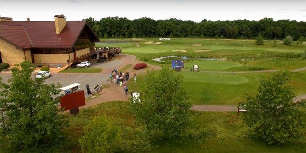 Гольф-клуб, скриншот с видео