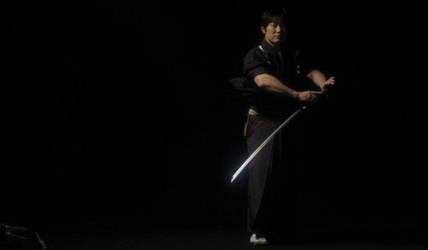 Однорукий робот победил самурая в состязании на мечах