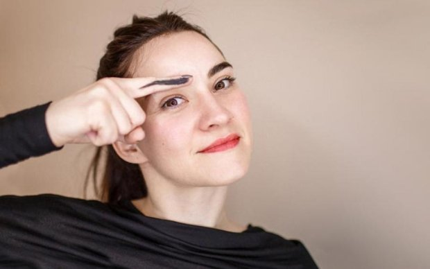 Революция красоты: нарастить брови теперь можно дома и без проблем