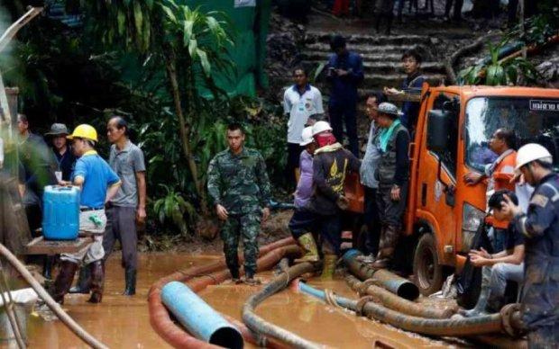 Тиждень без їжі та води: рятувальники визволили з гірської печери десяток дітей