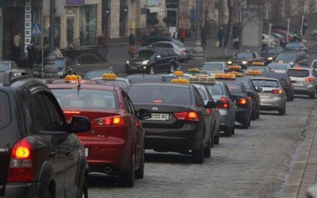 Таксисты резко взвинтили цены