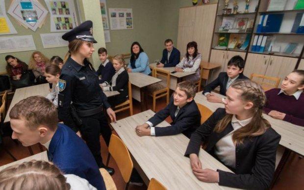 Останній дзвоник із запахом диму: у школах Києва ввели надзвичайний режим