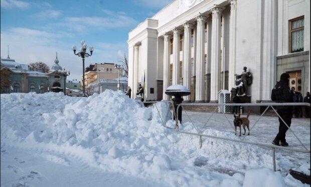 """Рада """"потонула"""" в горах снігу, не підступитися: """"Киянам ніде мітингувати"""""""