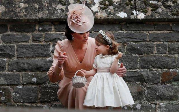 Чуть не затмили невесту: Кейт Миддлтон и принцесса Шарлотта покорили всех на королевской свадьбе