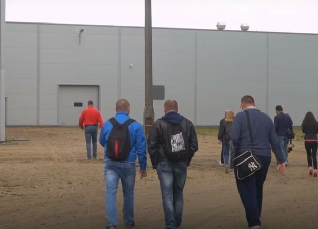 работники, скриншот из видео