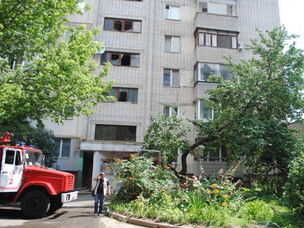 В Николаеве взрыв чуть не отправил в воздух девятиэтажку: спасатели успели в последний момент