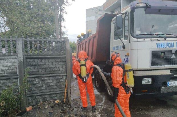В Киеве уловили жуткий запах в воздухе: лопнул баллон со странным содержимым, эвакуация идет полным ходом