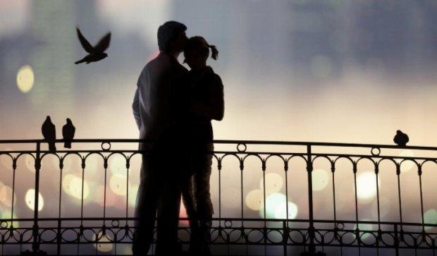 У Києві дівчина кинулася з Венеціанського мосту