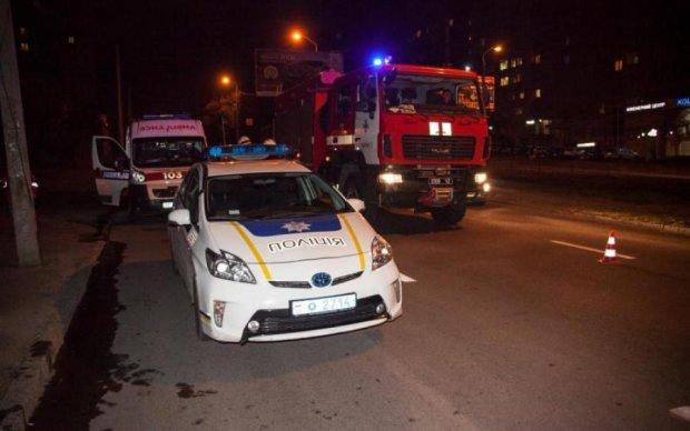 Руйнівне зіткнення поліції і швидкої допомоги потрапило на відео