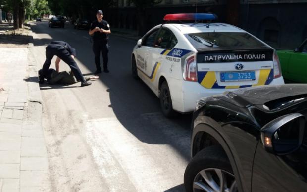 """В Чернигове """"ватнику"""" отомстили за Небесную сотню, привязав к столбу: видео"""